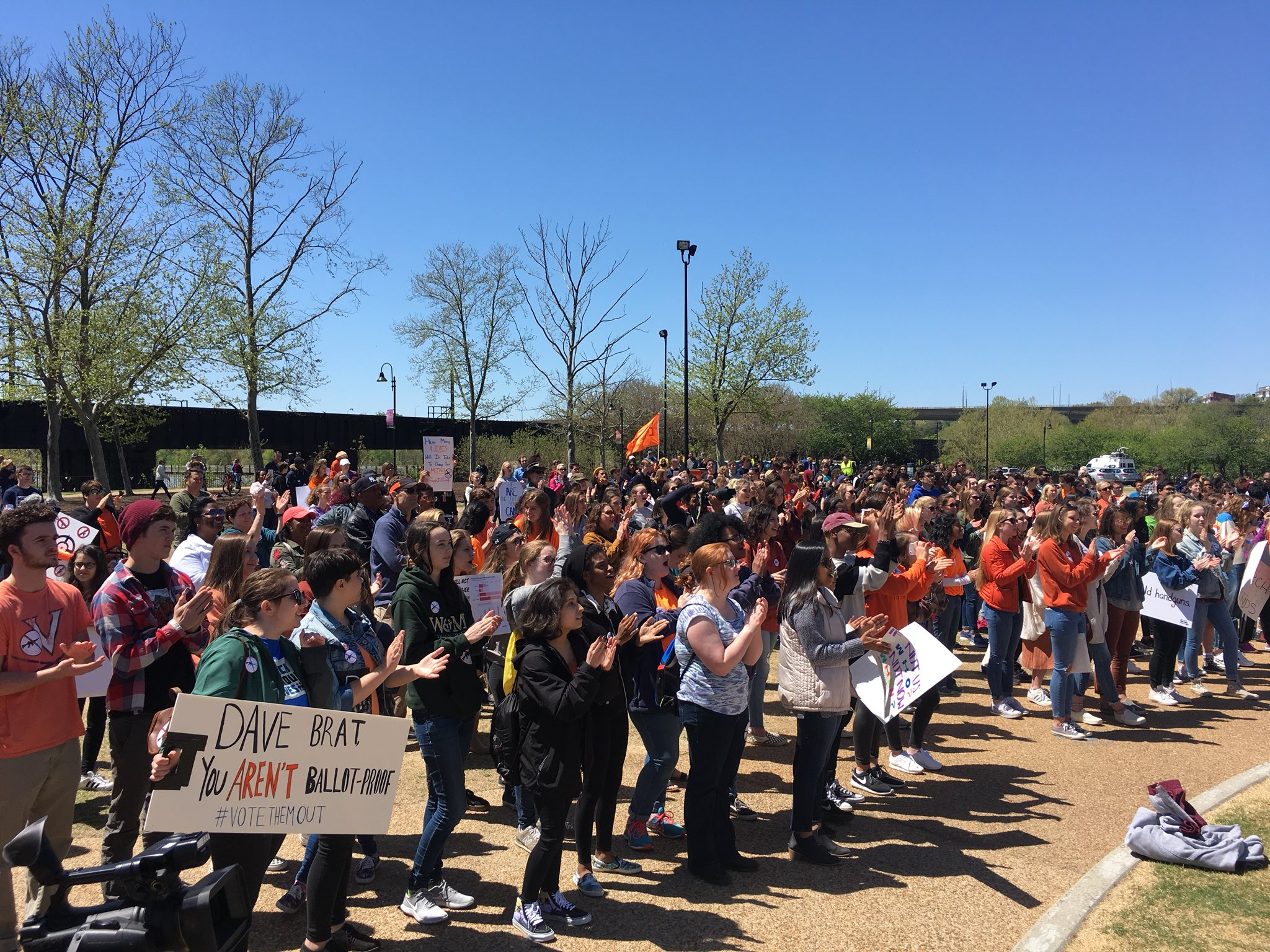 Awesome and inspiring #NationalSchoolWalkout march here in Richmond! https://t.co/Pzla4vbZEu
