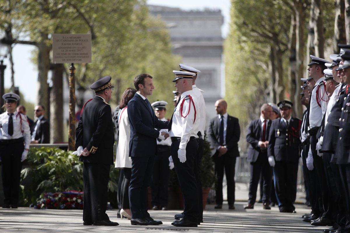 Une cérémonie en hommage à Xavier Jugelé, un an après sa mort sur les Champs-Elysées https://t.co/RcgLgfvwTA