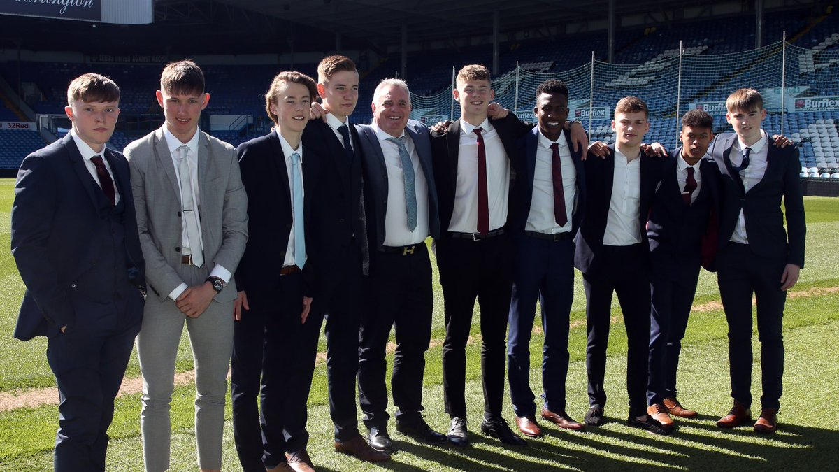 ✍️ | As the #LUFC Academy hosted it's 2018 Scholars Day, nine young players put pen to paper on two-year scholarship contracts  Read more ➡️ bit.ly/2JXN5eh
