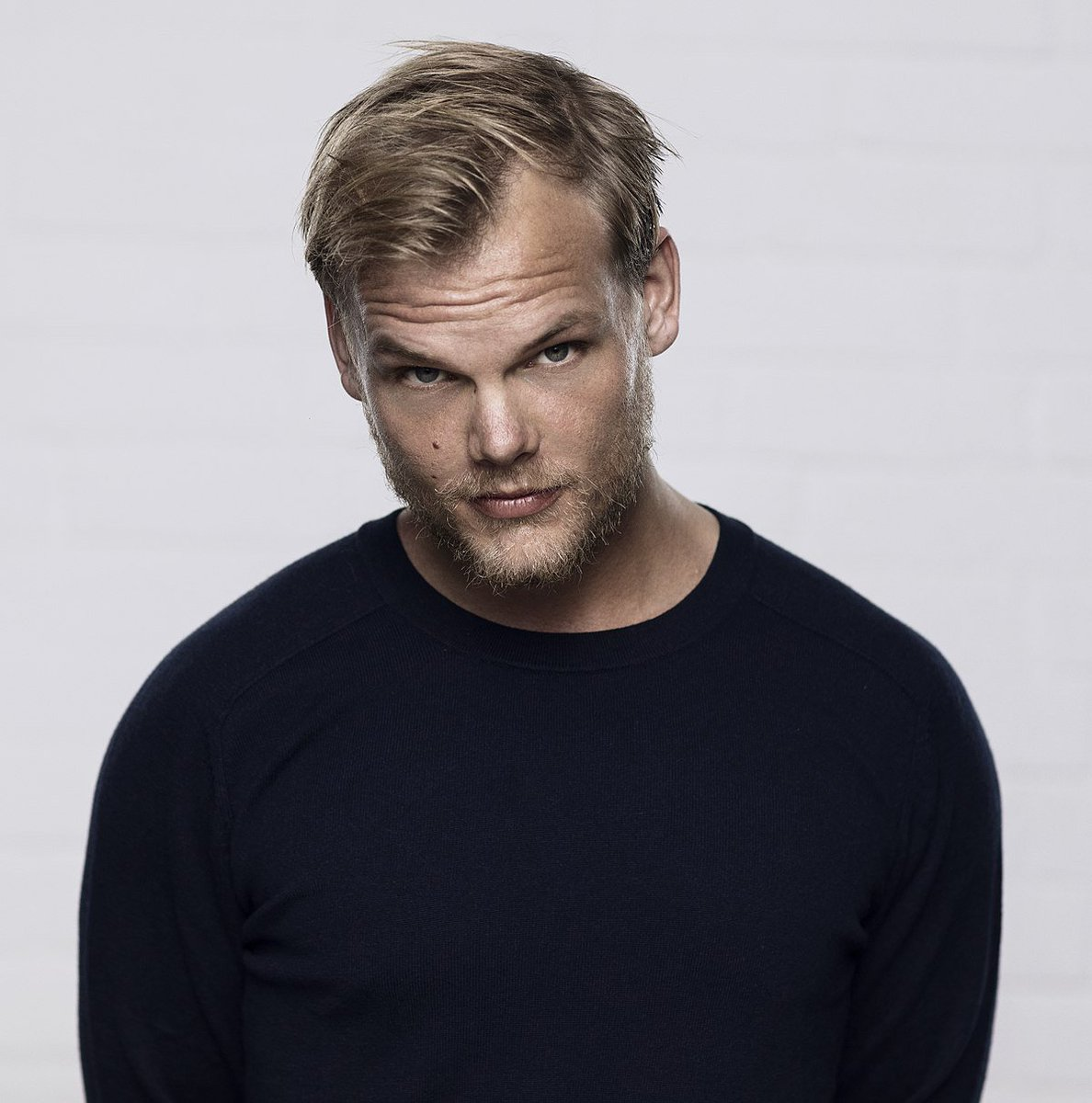 Our condolences to @Avicii&#39;s family, friends, and fans. The world lost a legend today ...  #EDM #_EDM_FAMILY_ #DJ #djlife #picoftheday #GoodVibes  #goodtimes  #Twitter #Instagram #Producer #music #edmfamily #Avicii #PrayForAvicii #Legend #Swedish #Sweden #BreakingNews #sad<br>http://pic.twitter.com/uhMQAAsiKJ