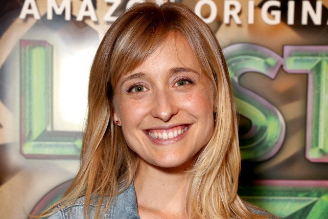 BREAKING: 'Smallville' actress Allison Mack has been arrested for role in alleged sex cult https://t.co/sU37Oe1cSZ