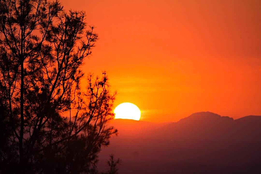 Cuando cerraba los ojos era tu rostro el que veía. #JLRquotes joseluislopezrecio.com #sunset #liveforthestory