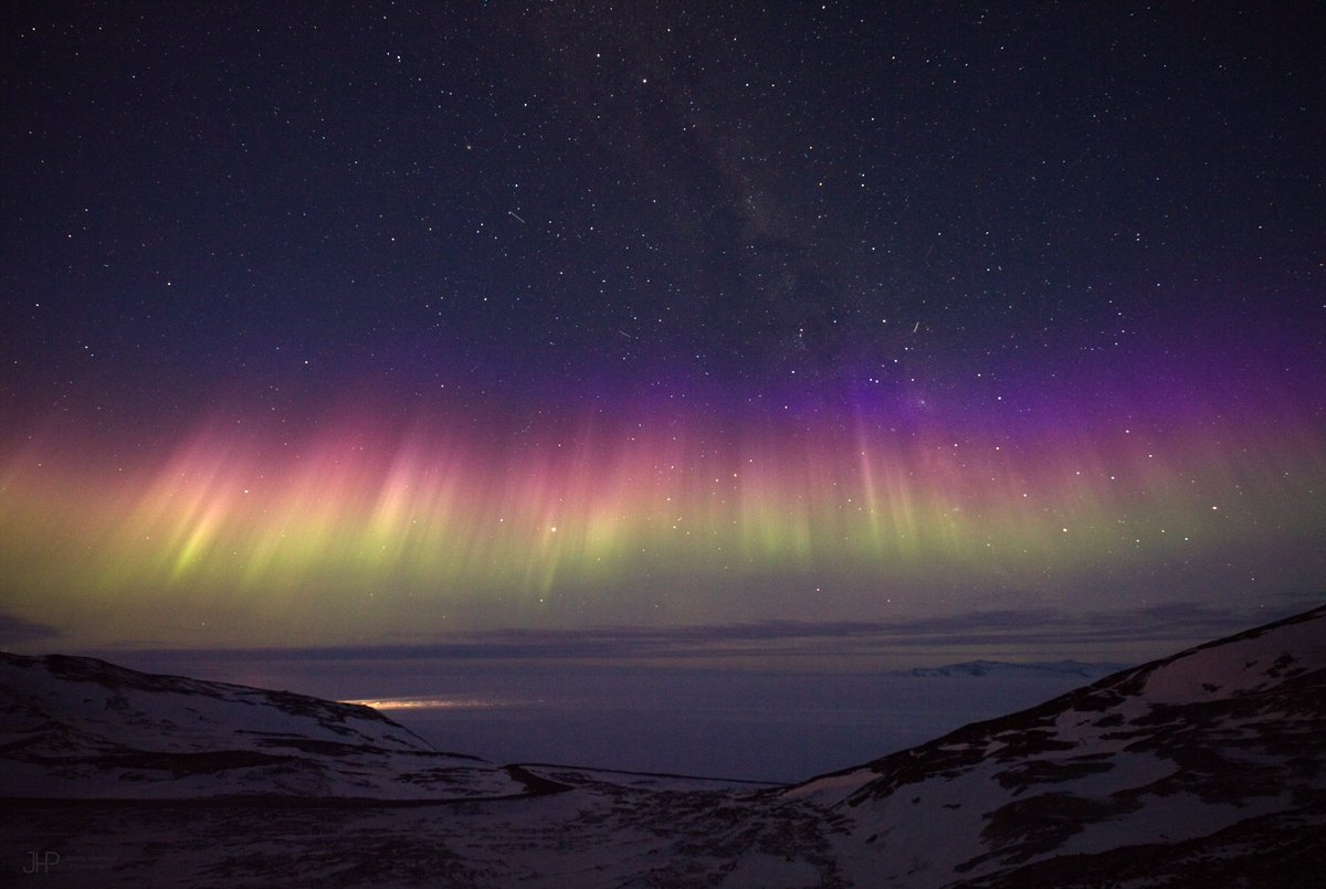 Arctic portal arcticportal twitter blue band above purple both colors caused by electrically charged particles from the sun colliding with nitrogen molecules 300km above earth green caused publicscrutiny Image collections