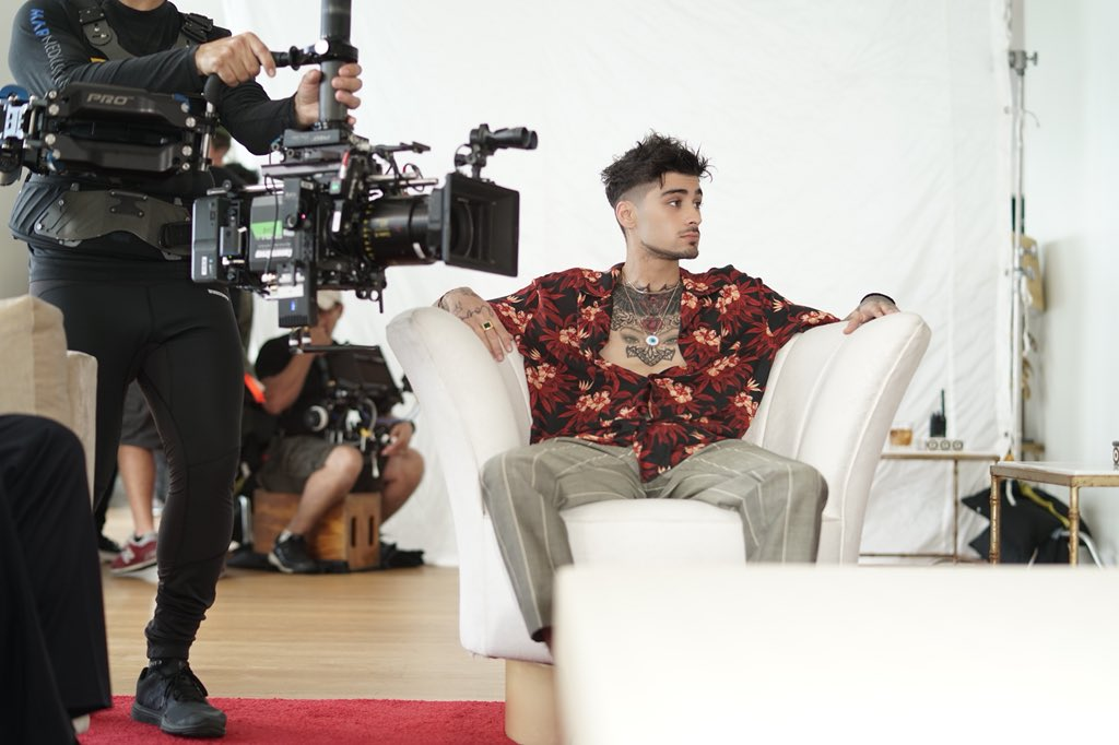 """👀 Behind the scenes 🎥 of @zaynmalik's """"L..."""