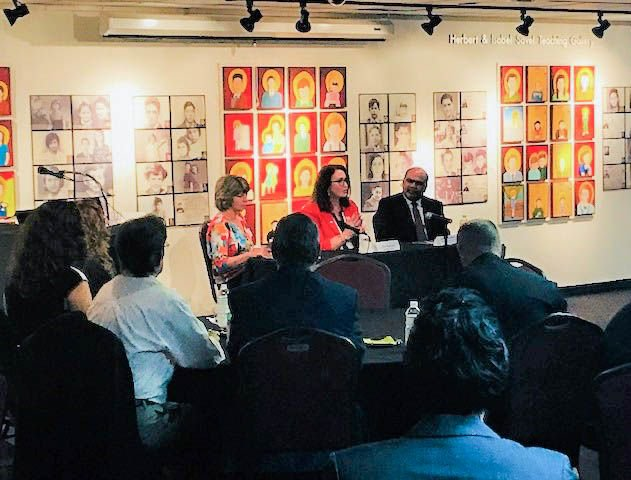 On April 10, Dean Sri Sundaram spoke about #diversity at the Leadership St. Pete Alumni Association&#39;s Inside the #Diverse Corner Office event at the @FLHolocaustMus. Executives from @Tech_Data, @FLBlue and @equalityfl also shared their insights. #USFSPBusiness #KTCOB #USFSP <br>http://pic.twitter.com/FM1p6EUCog