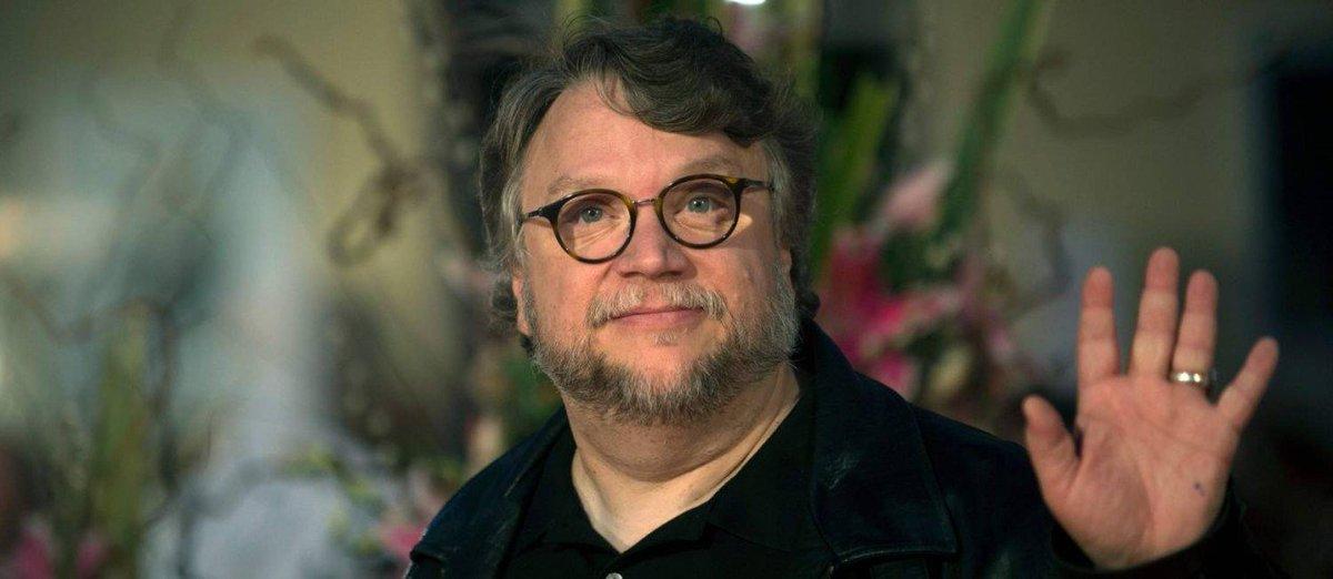 Guillermo Del Toro assina contrato com a...