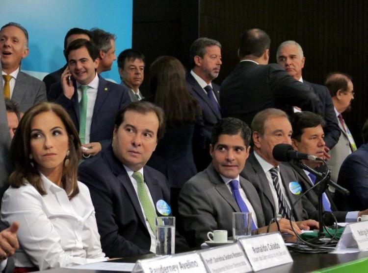 Neto critica 'fogo amigo' do PSDB ao 'minar' candidatura de Rodrigo Maia https://t.co/r4W6OLlBFQ