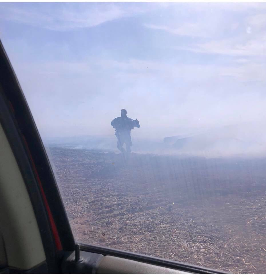 A rancher carries calf out of burning pasture. Posted by Megan Greer on Facebook. https://t.co/KUl9NjoEcQ