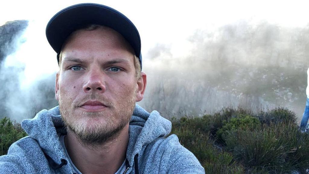 Addio al dj Avicii, il re dell'elettronica svedese si è spento a 28 anni https://t.co/n5sLqF3Izc