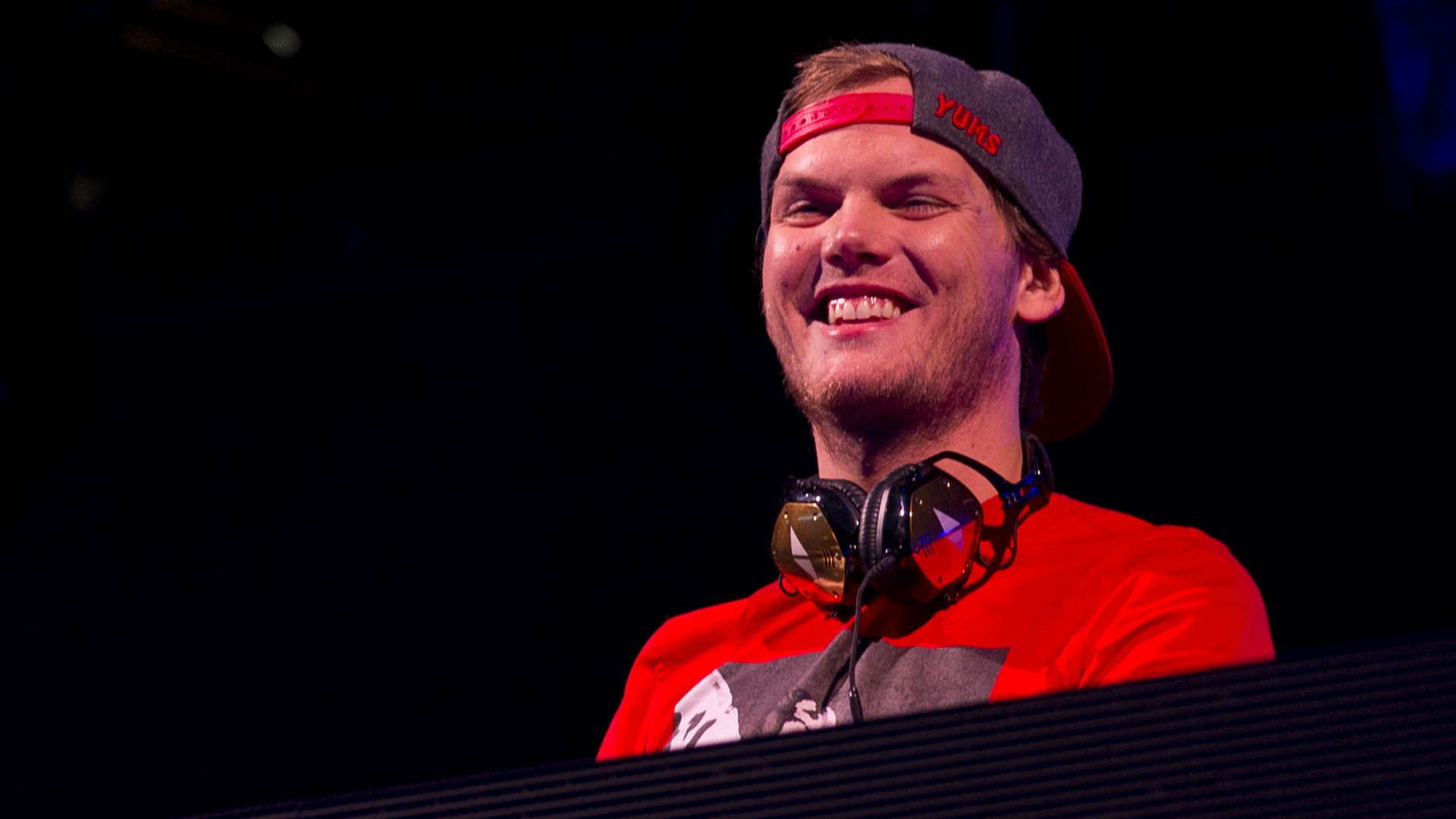 DJ and producer Avicii died today at the age of 28 https://t.co/1cIZtmwthl https://t.co/wLNfvK6dWN