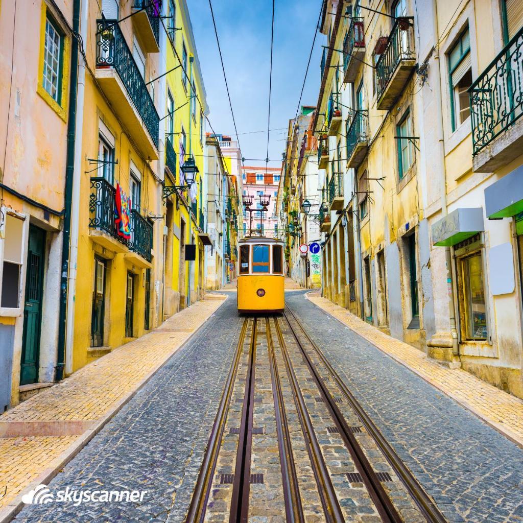 A melhor opção para explorar Lisboa: Bondinho 28! Vamos nessa? #Portugal 🇵🇹✈️https://t.co/Ognp07I2wt