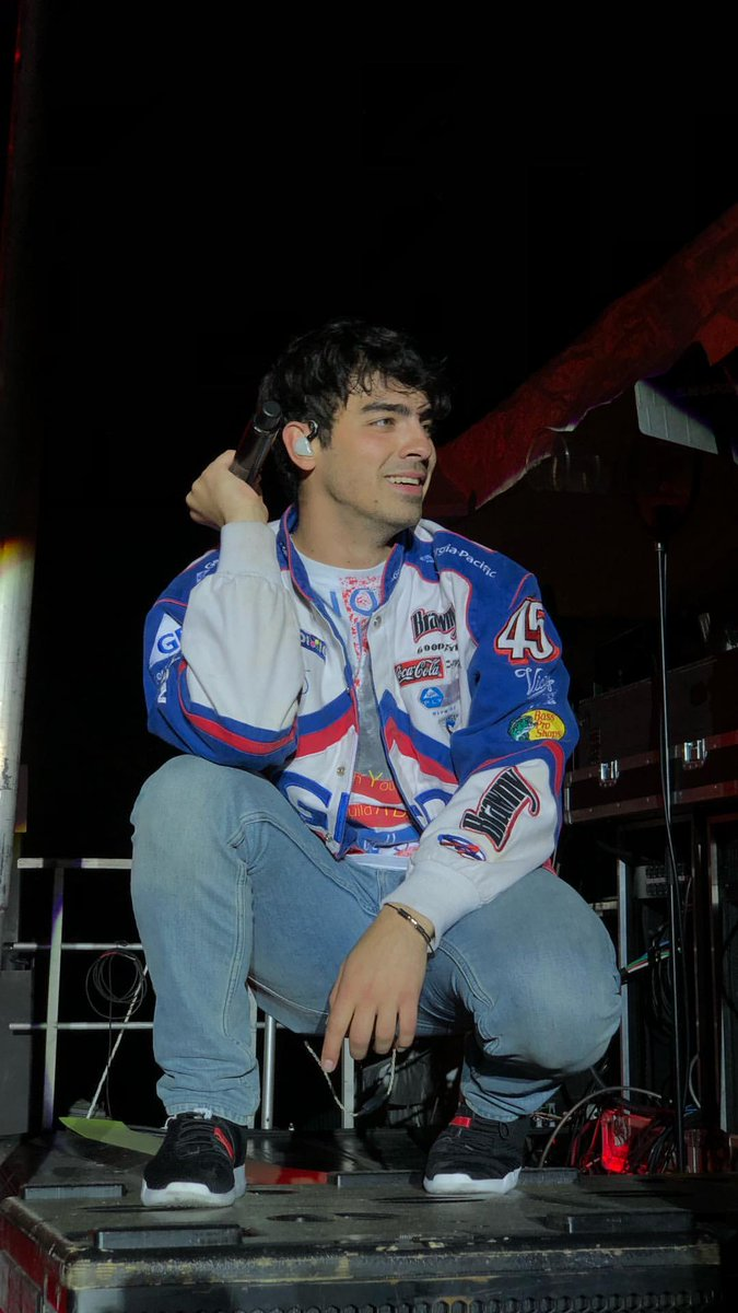 Joe Jonas performing at 2018 Rites of Sp...