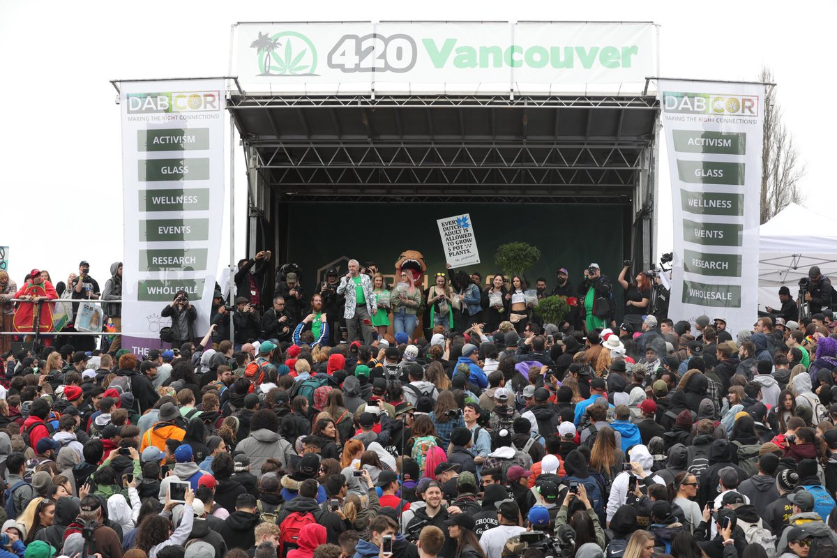 Before and after photos of #Vancouver420 haze at Sunset Beach #cough <br>http://pic.twitter.com/6WzPk3bCDF