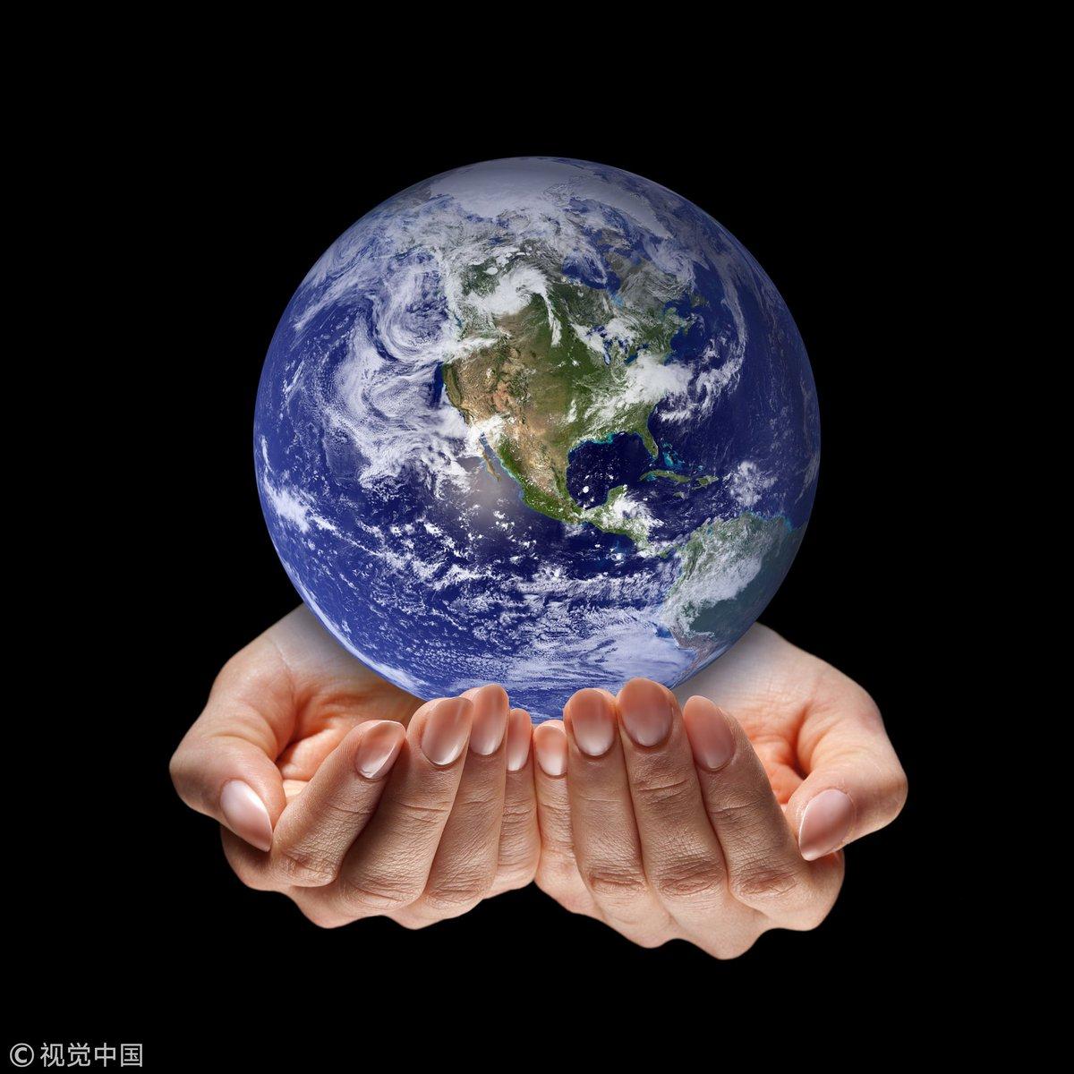Картинка земля в женских руках вызывают