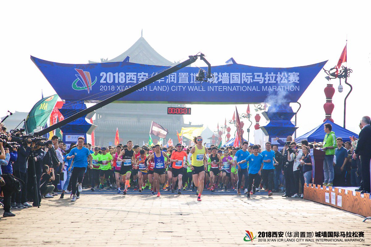 #UPDATE 5,000 marathon runners, including over 300 from overseas, set off on Saturday on 24th Xi'an City Wall #Marathon, the world's one and only marathon on the century-old city wall of Xi'an, provincial capital of northwestern China's #Shaanxi province.