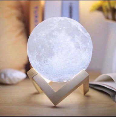 My boyfriend got me this moon lamp from LilyLamp.com 💕 I love it so much 😫