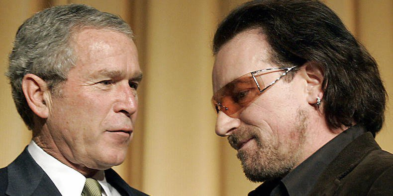 #Bono receives 1st #GeorgeWBush Medal for Distinguished Leadership in recognition of Bono's humanitarian work against poverty and preventable diseases such as HIV/AIDS and his ability to change the world!👏🏆🌎😍 facebook.com/worldmusicawar…