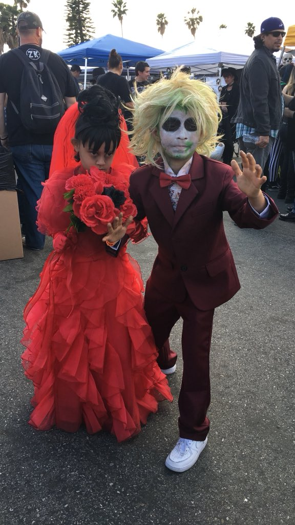 fbf to this lil horrorific couple at spookshow6 beetlejuice horror cosplay by astar7pictwittercom1boowldcmi at halloween club