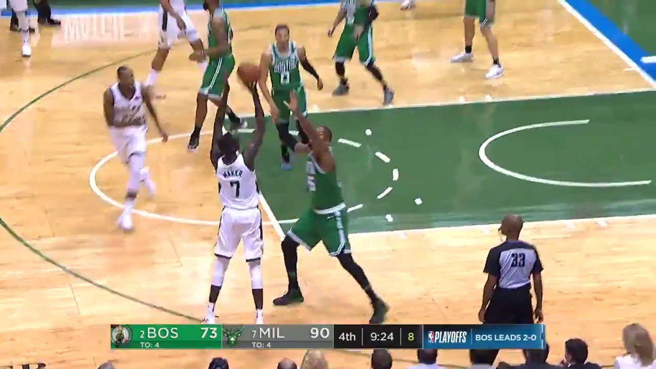 Thon Maker nails his 3rd 3 of the night!  #FearTheDeer 98 | #CUsRise 76 in Q4.  ��: @ESPNNBA https://t.co/5qreOsZjAj