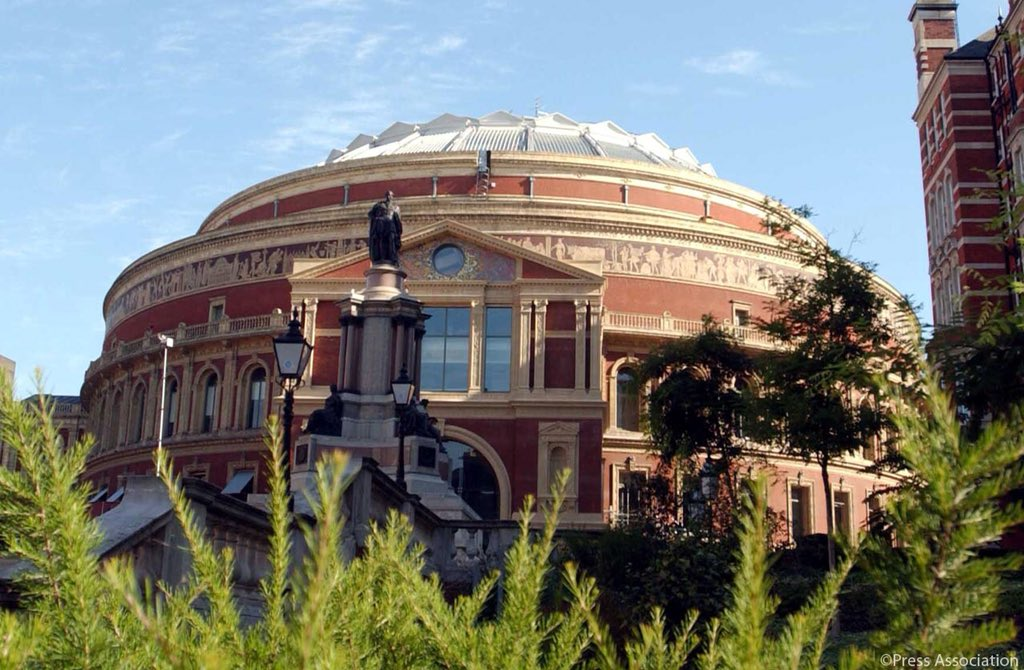 To mark Her Majesty's Birthday, tonight @BBCOne and @BBCRadio2 will broadcast a special concert in celebration, live from the @RoyalAlbertHall.  The Queen and Members of The Royal Family will attend.   #QueensBirthday #HappyBirthdayHerMajesty