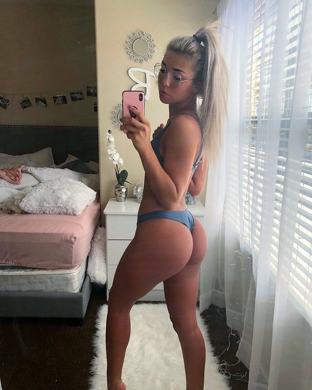 Thick amateur white girl