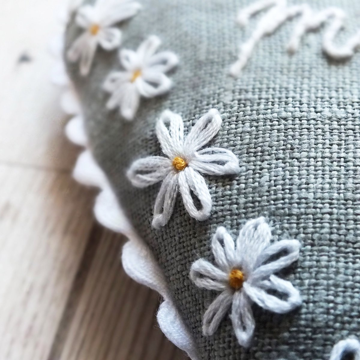 Hangingheart hashtag on twitter httpsetsyuklisting582418718embroidered daisy mum hanging heart home handmadeat103 daisy sun saturday weekend embroidery flowers izmirmasajfo