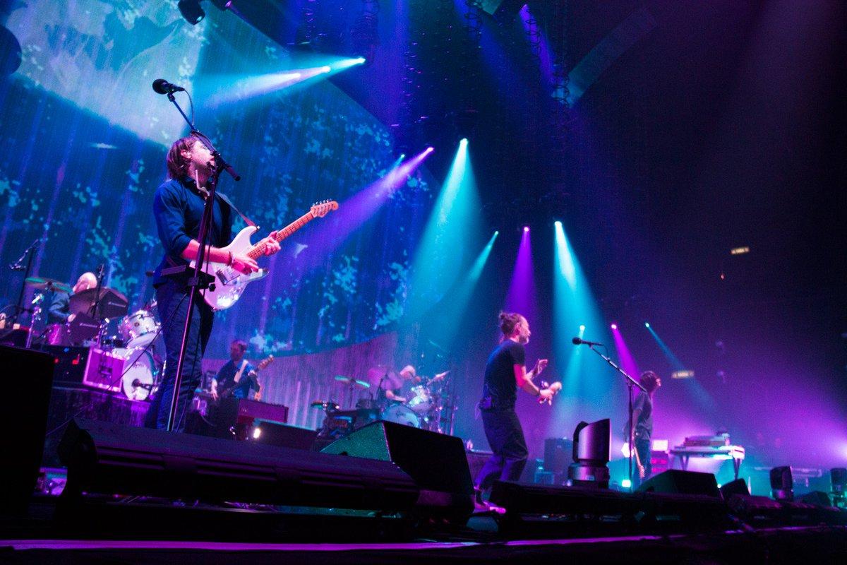 Radiohead mistura sucessos a novas cançõ...