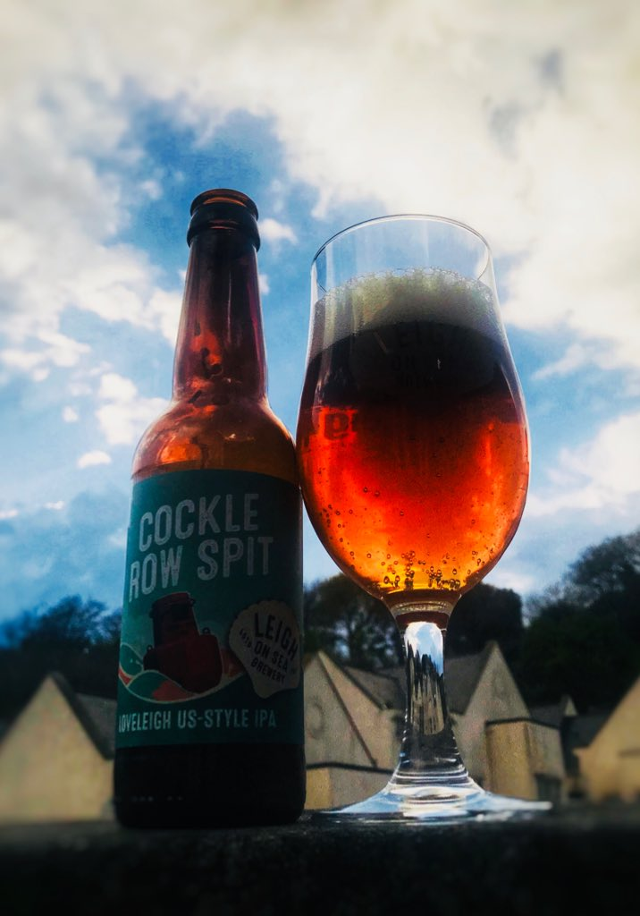 Enjoying a bottle of Cockle Row Spit by @LoSBrewery on this beautiful evening in #Guernsey #loveleighbeer #ipa #apa #beer #craftbeer #bottledbeer #myguernsey <br>http://pic.twitter.com/aSMblcibPs