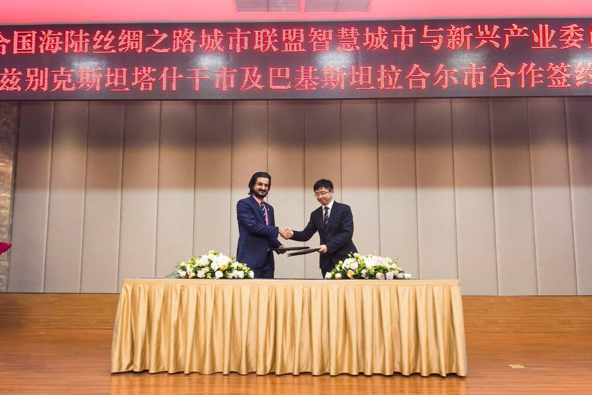 """CSRP, #UniversityOfLahore goes Global ! Became the first to sign MOU with UNMCSR, #ChongQing #China aiming at enhancing sustainable development &amp; promoting inclusive societies under the frameworks of the """"Belt &amp; Road Initiative"""" &amp; the UN AGENDA 2030 Sustainable Development Goals. <br>http://pic.twitter.com/BztnCEveBB"""