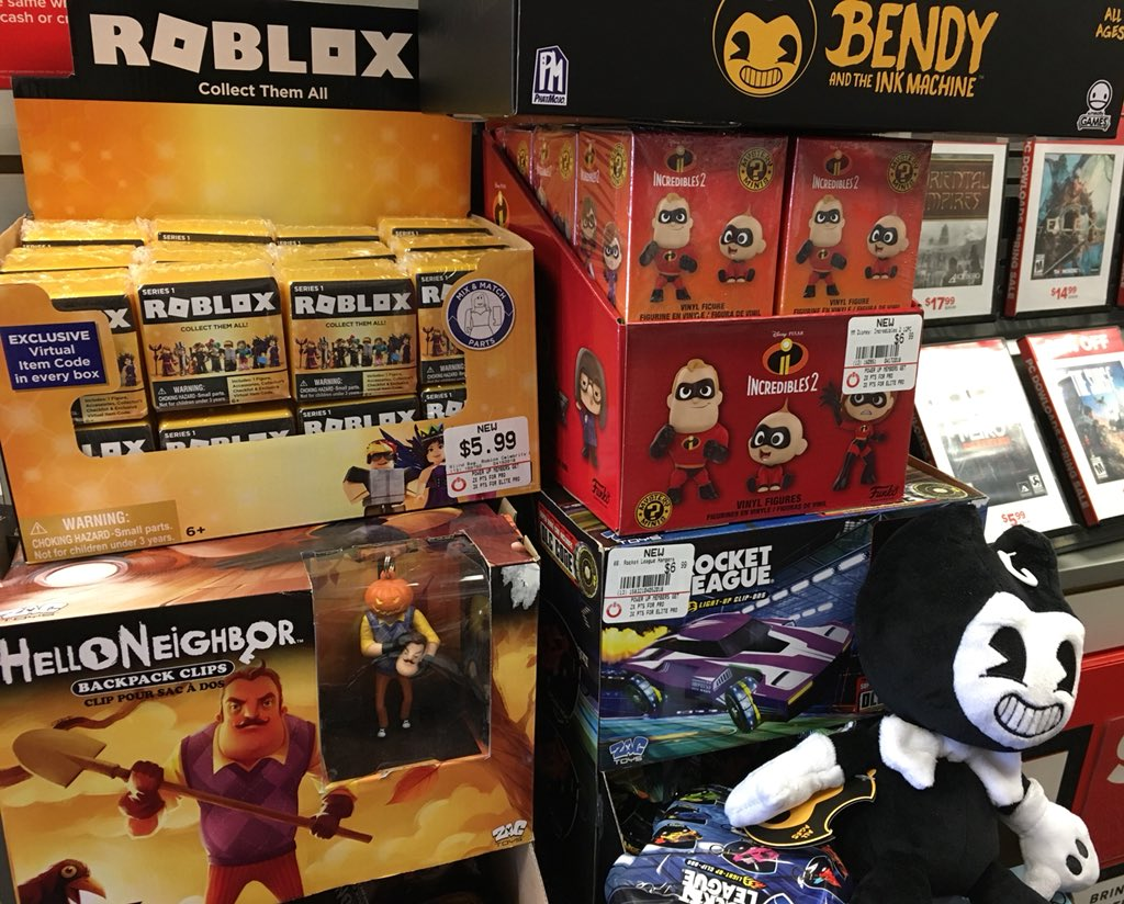 Lily On Twitter Just Saw These Gold Roblox Toys Gamestop Roblox