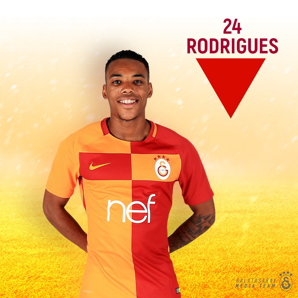 70' - 🔁 Second sub of the night for #CimBom.