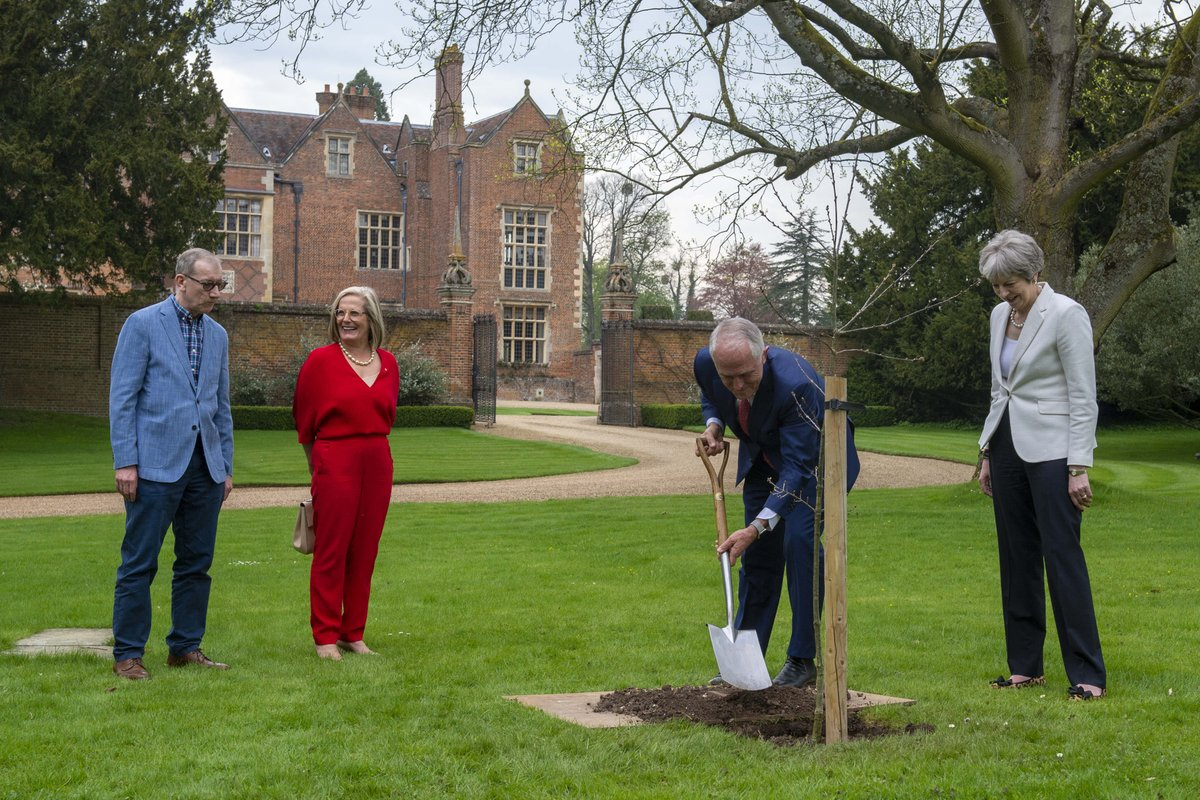 Following #CHOGM2018 PM @Theresa_May planted a tree at Chequers today with Australia's Prime Minister @TurnbullMalcolm, continuing to develop the UKs relationship with Australia: gov.uk/government/new…