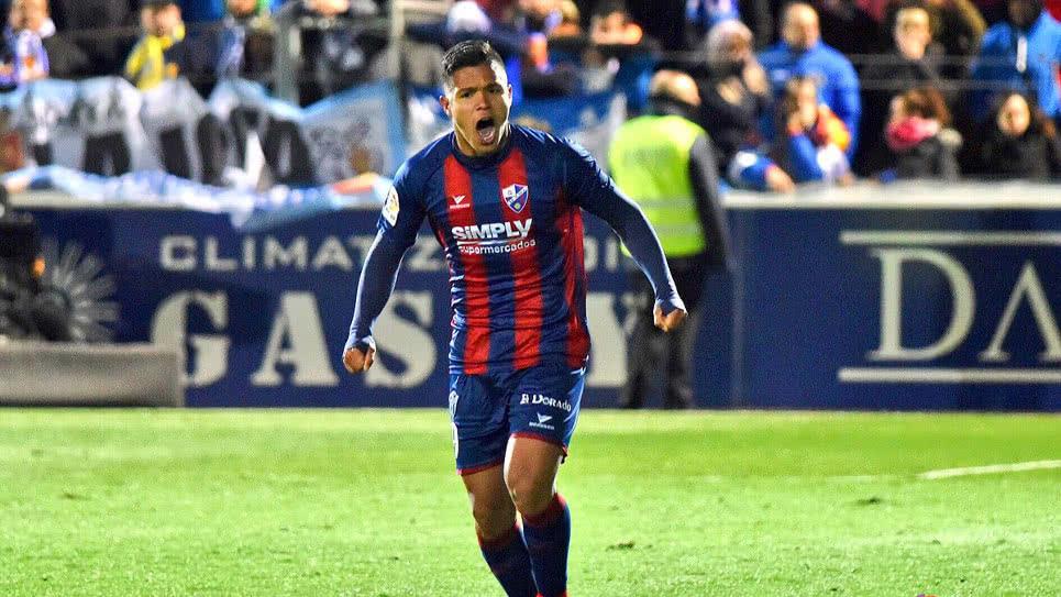 13 goles en 29 P.J suma Juan Camilo Hernández con Huesca (hoy cumple 19 años de edad). Alcanzó su 4° doblete en 2ª División de España vs: ⚽⚽Almería ⚽⚽Zaragoza ⚽⚽Barcelona B ⚽⚽Tenerife El pereirano es el tercer mayor goleador histórico colombiano en 2ª división española.
