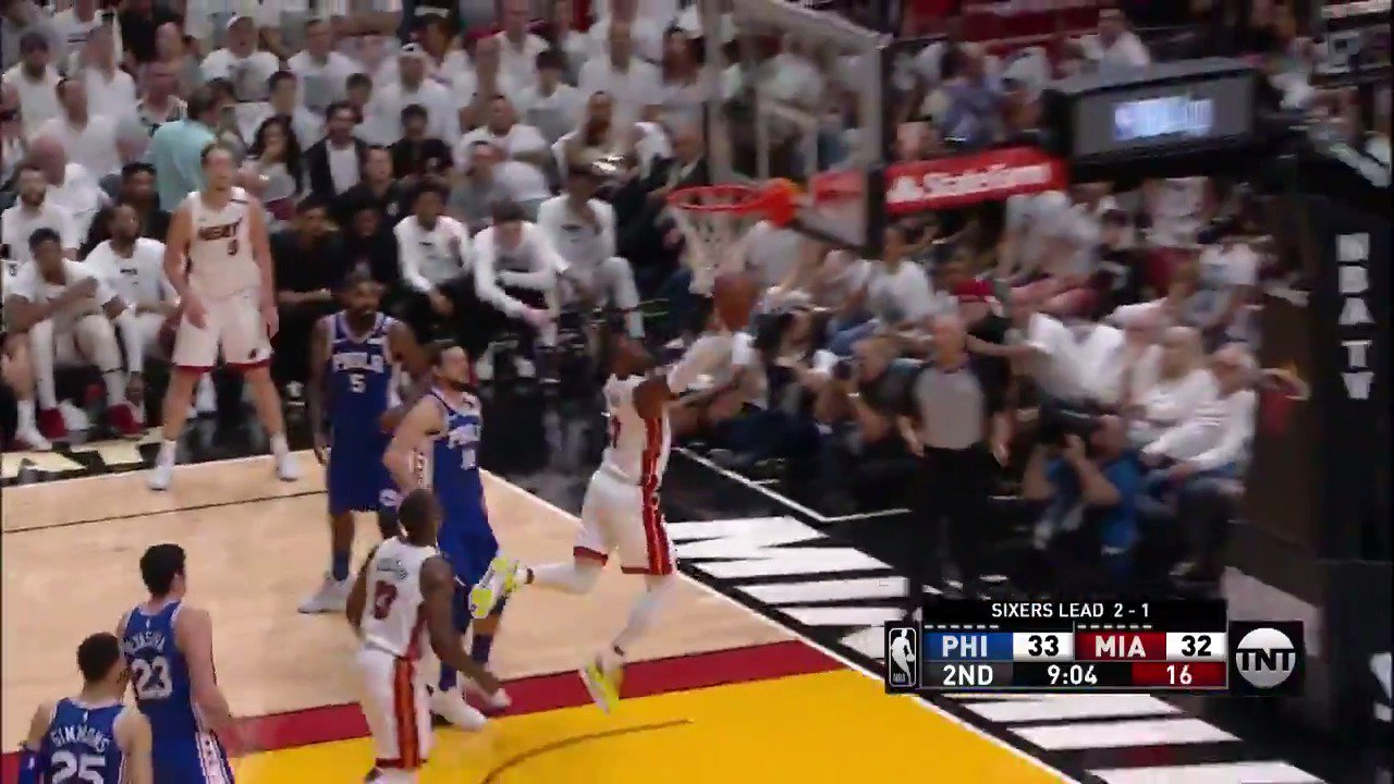 Dwyane Wade spins his way to the and-1! ��️��️  @MiamiHEAT now lead on @NBAonTNT   #WhiteHot https://t.co/b86UgYzGFb