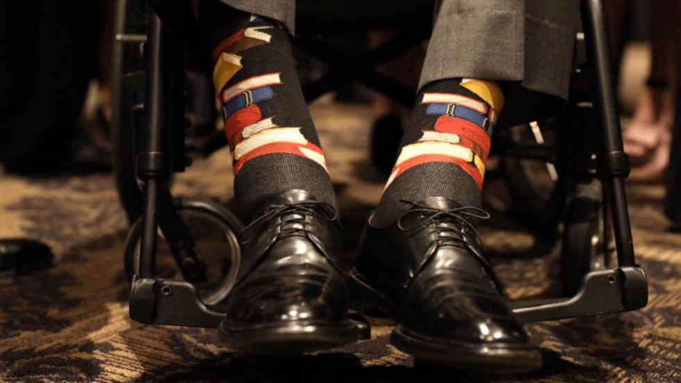 George H.W. Bush wears 'book socks' to Barbara Bush's funeral to honor her passion for literacy https://t.co/7pdjr6l6DH