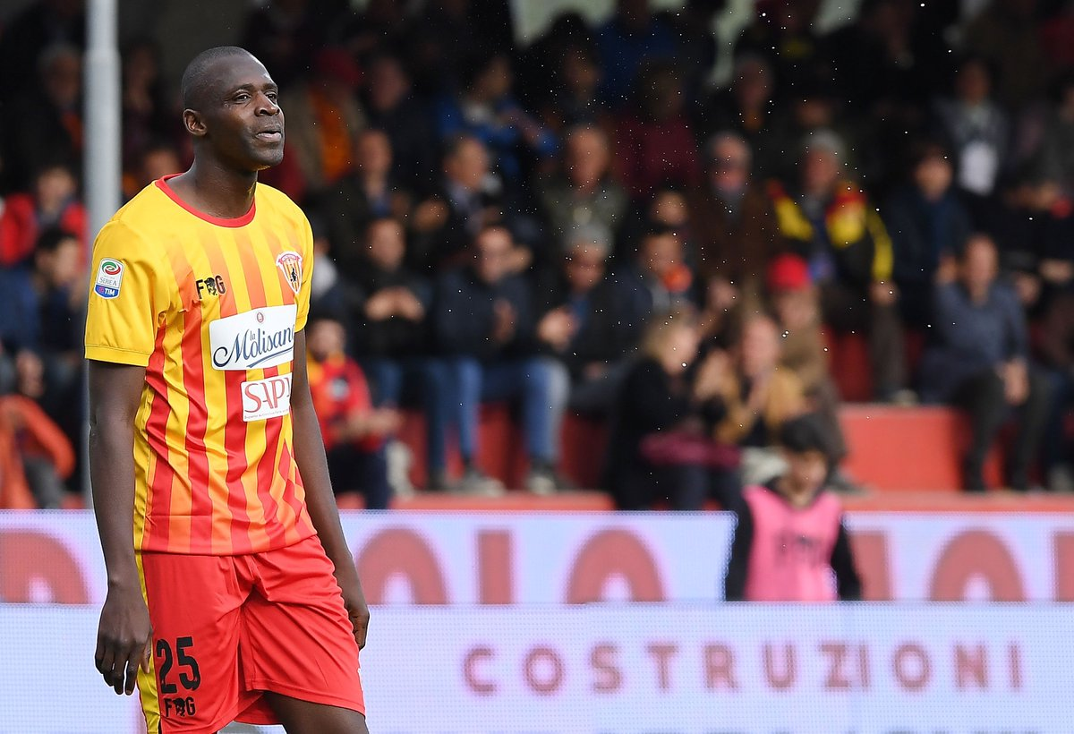 1 - Cheick Diabate est le 1er joueur de l'histoire de Benevento à se faire expulser après être entré en jeu en Serie A. Oups.