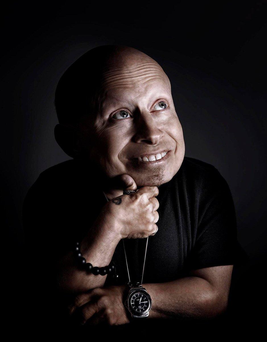 Ator Verne Troyer morre aos 49 anos; ele ficou conhecido pelo papel de Mini-me em 'Austin Powers'  https://t.co/98p2Sh6bJv
