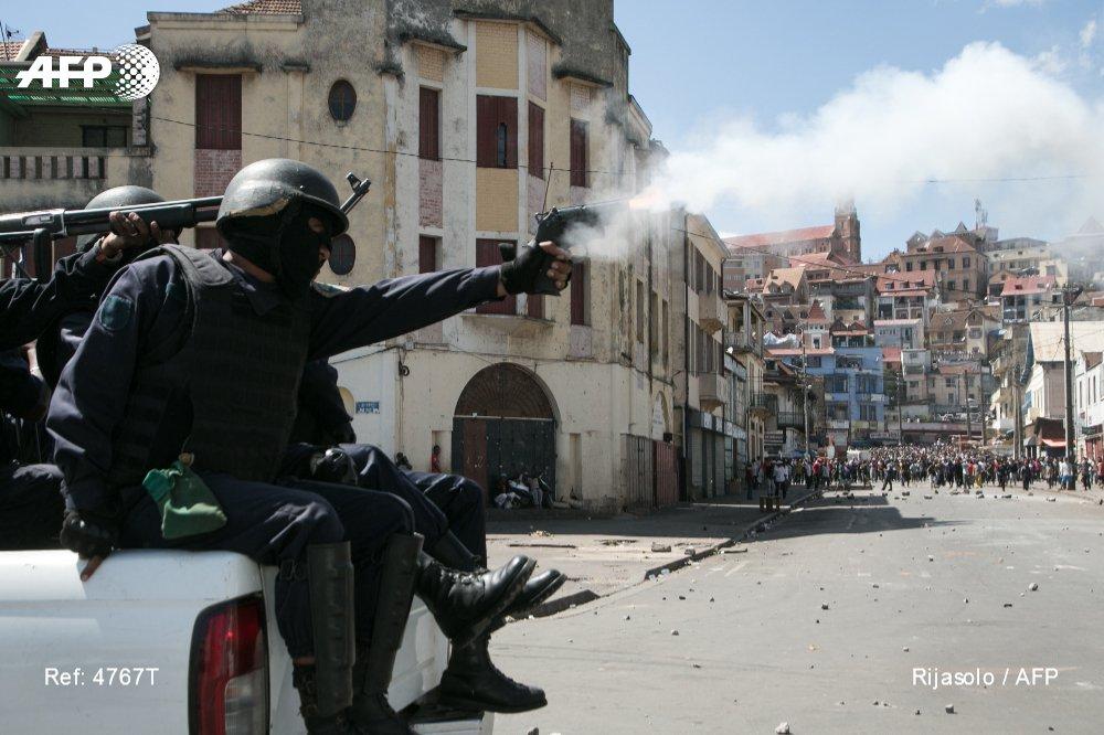 Madagascar: un mort et 17 blessés dans la répression d'une manifestation interdite https://t.co/pdtm91V87d #AFP