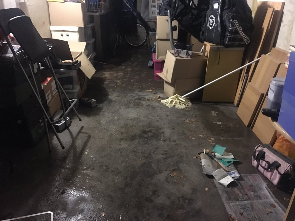 Lightening storms are all fun and games until you get home at 11:30 to find a flooded garage  still trying to sort it out! You can see how high the water came up to on the motorbike tyre... #flashflood #southamptonstorm<br>http://pic.twitter.com/6wgDT0Hhk5
