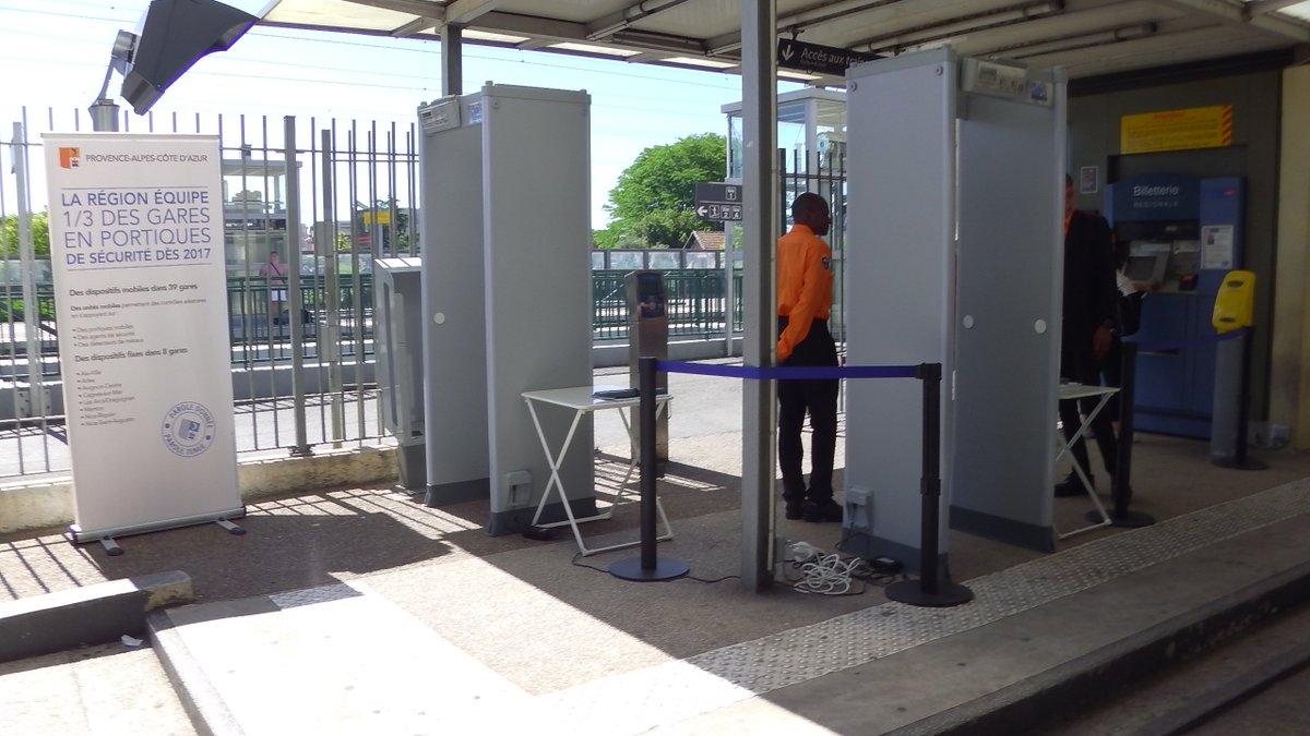 Inefficaces, très chers en personnel les 'portiques de sécurité' installés dans 47 (?) gares de @regionpaca sont abandonnés, une expérience qui aura coûté 3,7M€… Le #FN @Boccaletti83 &  se @P_Vardonréjouissent…  Nic#Cagnese #Nice06