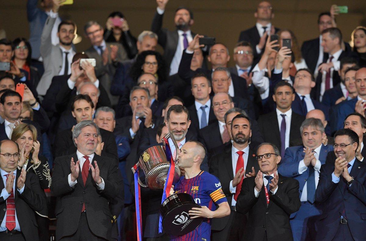 #Manita du @FCBarcelona_es en finale de la #CopaDelRey.  Les hommes de #Valverde l'ont emporté 5-0 face au @SevillaFC grâce à des buts signés #Suarez (x2), #Messi, #Iniesta & .  3#Coutinho⃣0⃣ème  dans l'histoire du club blaugrana.   🇪🇸⚽️🏆#Sportsweekend