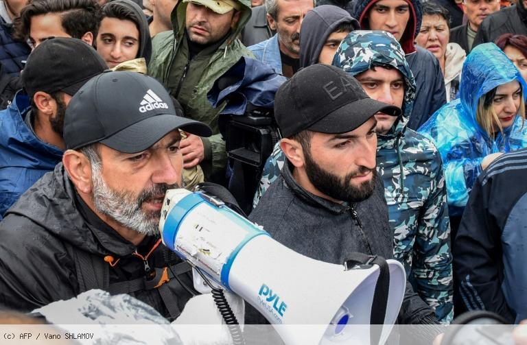 Arménie: le chef de la contestation va rencontrer dimanche le Premier ministre https://t.co/l2hB3V3ua1