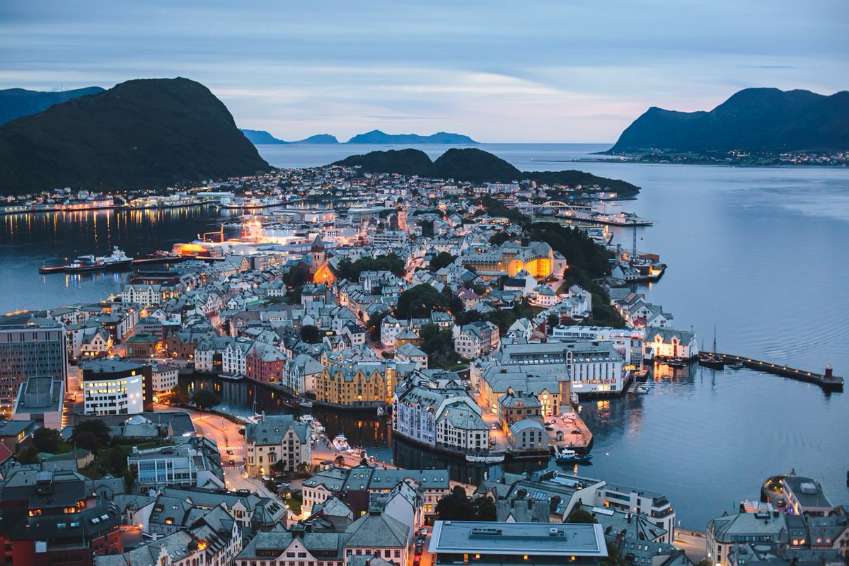 In between the fjords' waterfalls, glaciers, and dramatic heights and depths, lies Ålesund—the gateway to Geirangerfjord.  https://t.co/CaoEoQOESx