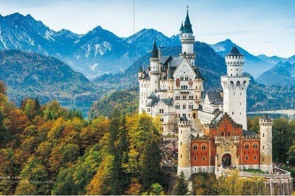[明日発売] 書籍『ヨーロッパの美しい城』童話の世界から飛び出したような美しい100点以上の城・宮殿を紹介 - https://t.co/5DMBGaSEYl