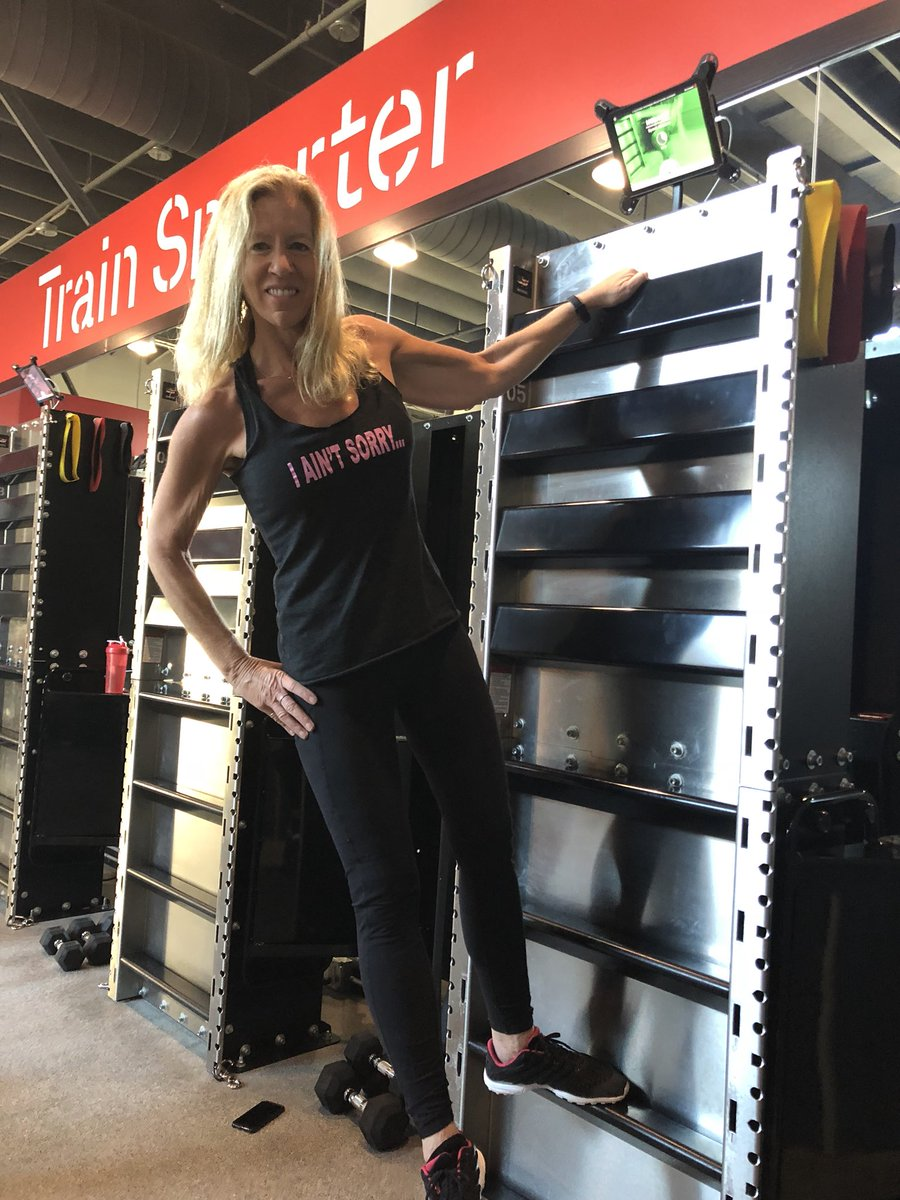 Fun time at @fitwall_calabasas  this morning. #trainsmarter #lovethisworkout The @Evolvemoveplay guys rock!pic.twitter.com/pF9hPGKrNJ