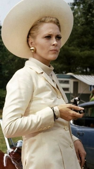#ThomasCrownAffair, now on @TCM. Such a great #FashionFilm. Theadora Van Runkle did Faye Dunaway's costumes (just as she did the year before for Bonnie &amp; Clyde), and they're all amazing ...  Steve McQueen is OK, too, I guess. #Gorgeous #TCMParty<br>http://pic.twitter.com/1W6CP7IRHY