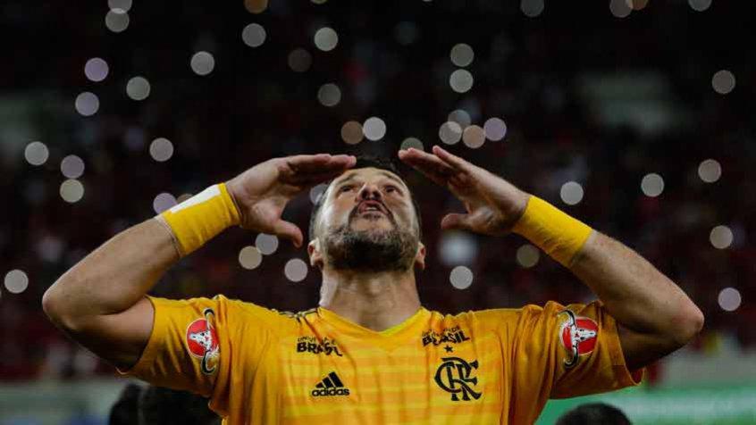 Herói de uma nação! Merecedor dos parabéns pela carreira e dos agradecimentos da torcida rubro-negra! Obrigado, Julio Cesar!