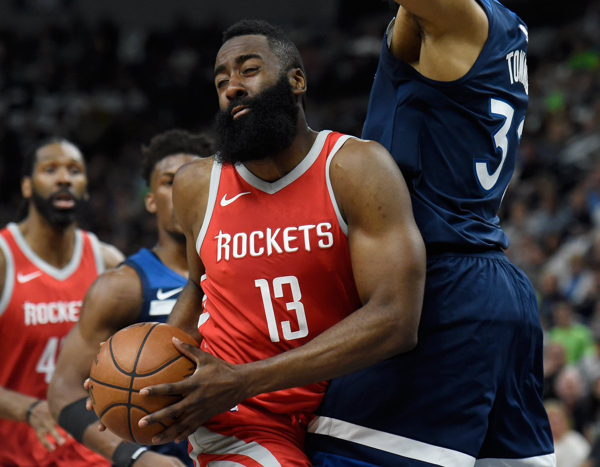 Rockets trail by 1 at halftime of Game 3.