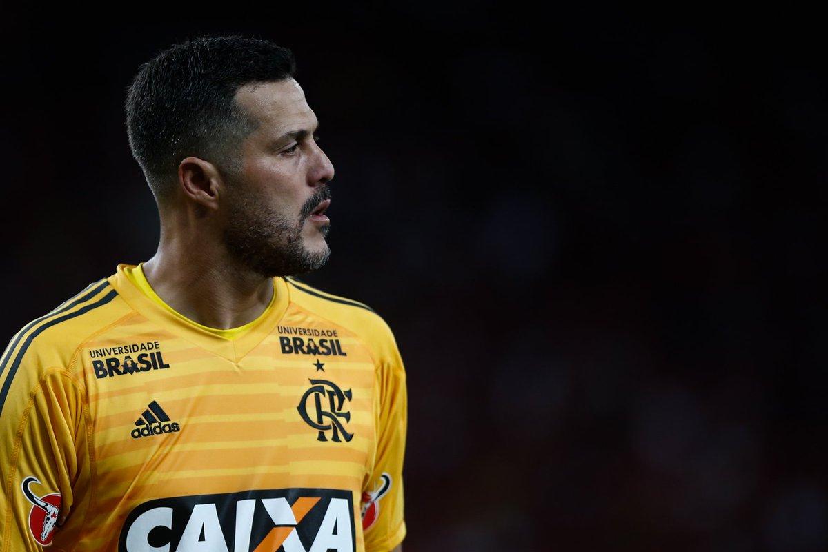 Julio Cesar viveu intensamente cada segundo de sua despedida. Com a 12 nas costas e todo amor no peito, ele fez defesas difíceis e vibrou em cada lance. #AveJulioCesar  📸Staff Images/Flamengo