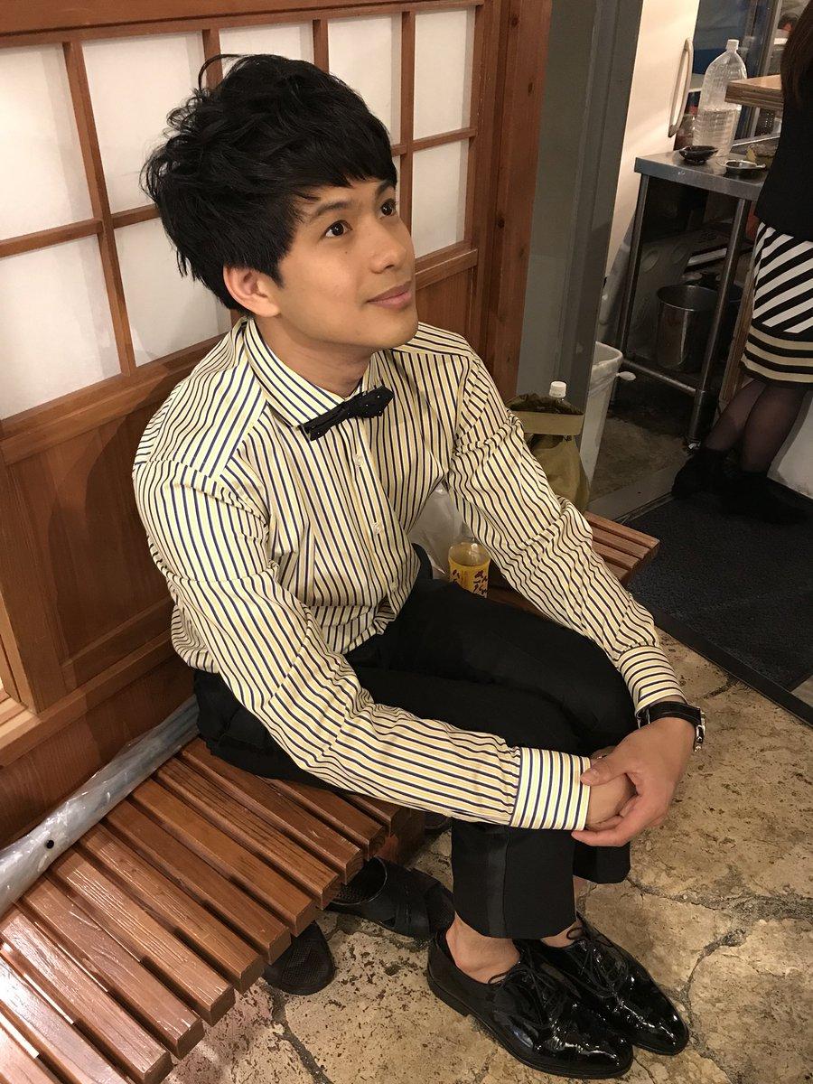この後14:15からウィンが日本テレビのクイズ番組に出演します、是非、ご覧ください!  ※やまない雨を見つめてるふうのウィン